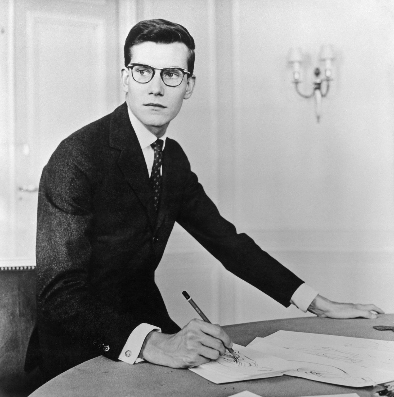 5f59cea2e0bc6 La maison Cornette de Saint Cyr propose aux enchères le 19 décembre  prochain 100 dessins inédits du couturier. (1957)