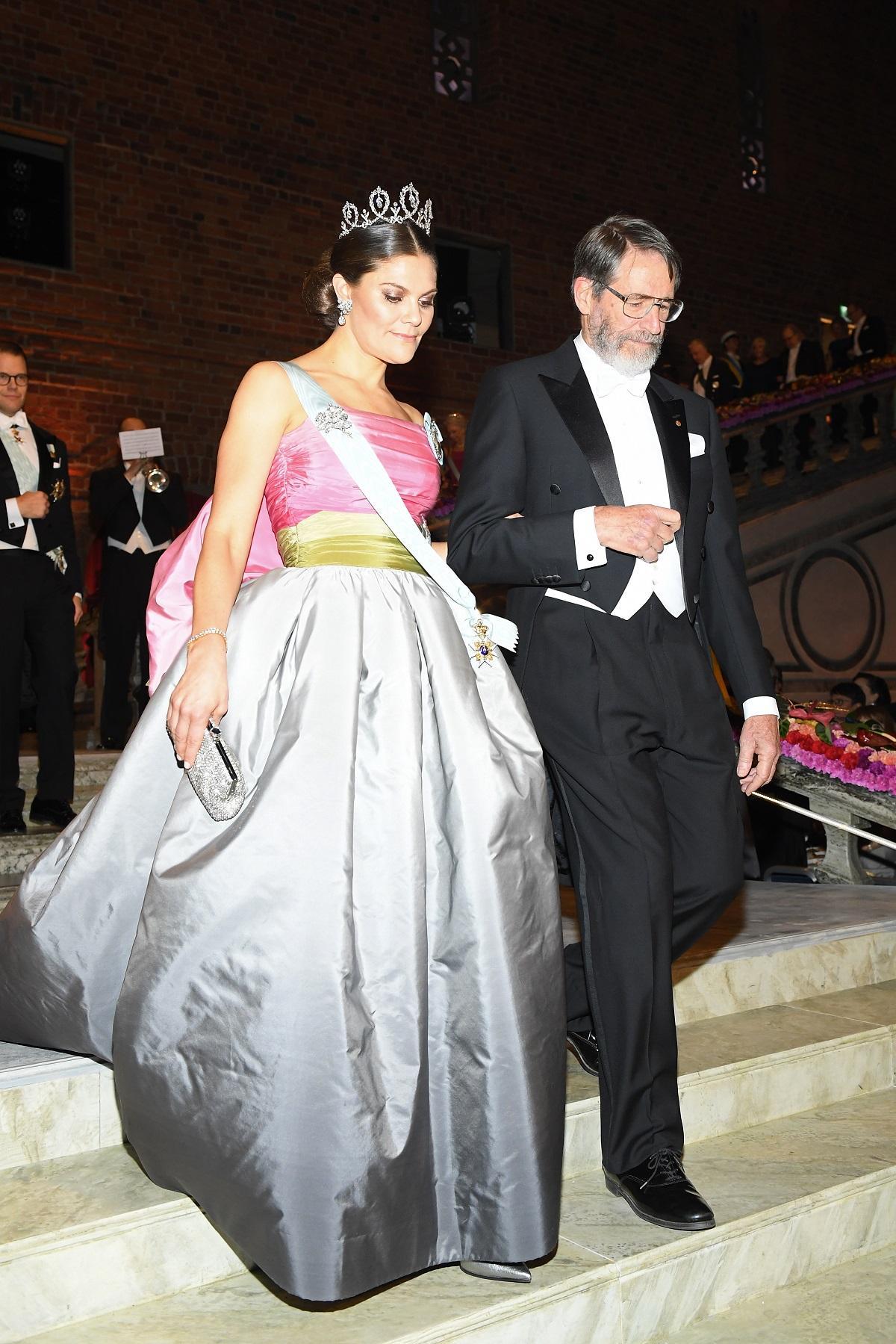 Vingt Trois Ans Apres La Princesse Victoria De Suede Porte Une Robe De Bal Ayant Appartenu A Sa Mere Madame Figaro