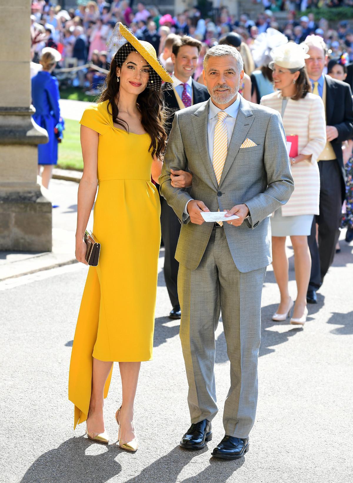 9658584580f On peut s offrir la même robe que celle portée par Amal Clooney au mariage  de Meghan et Harry