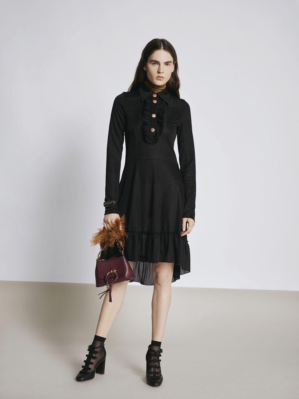 5dcffc1196c ... Notre sélection de robes noires pour les fêtes de fin d année - See By  Chloé ...