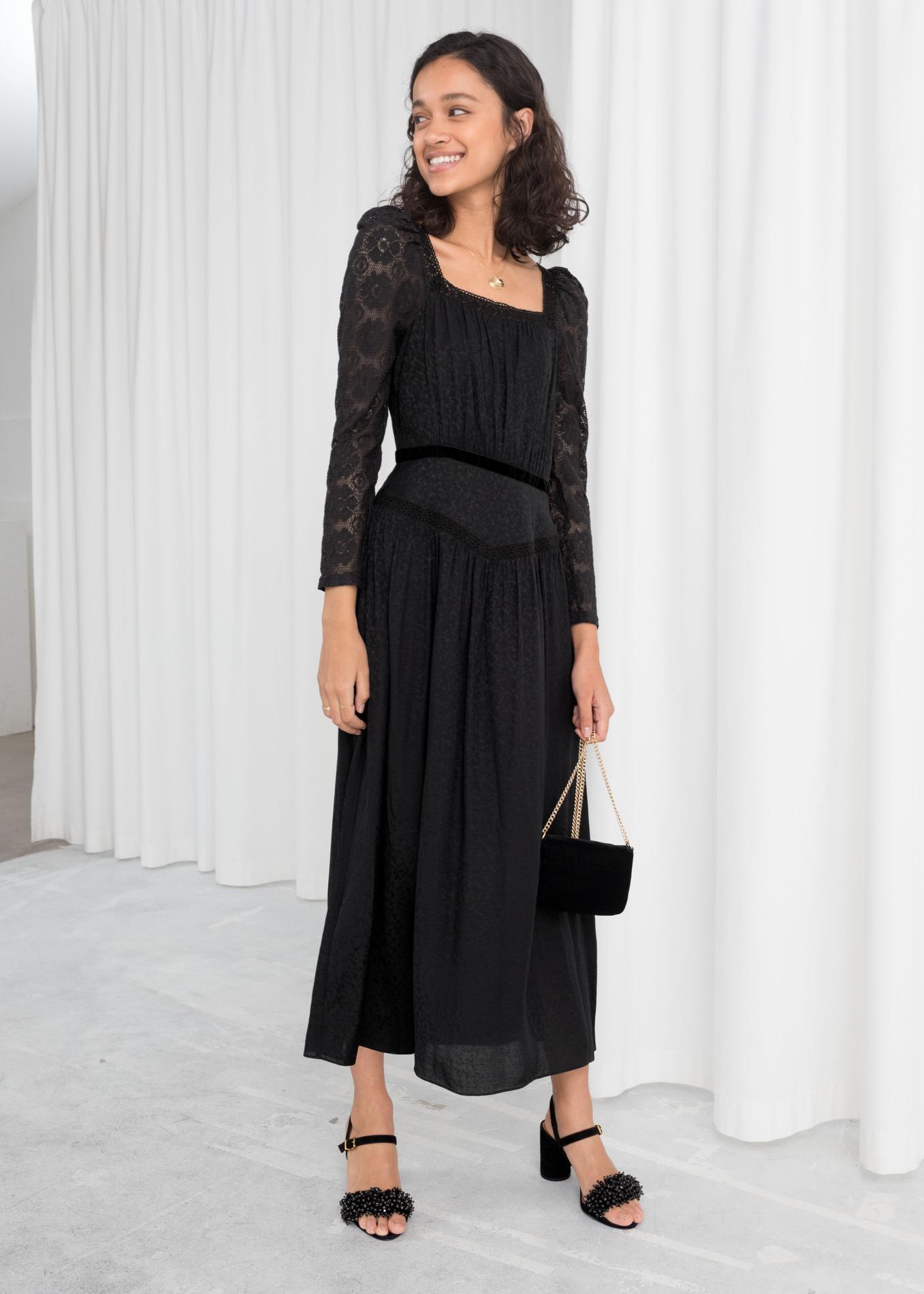 9a4eda22a33 ... Notre sélection de robes noires pour les fêtes de fin d année -   Other  Stories ...