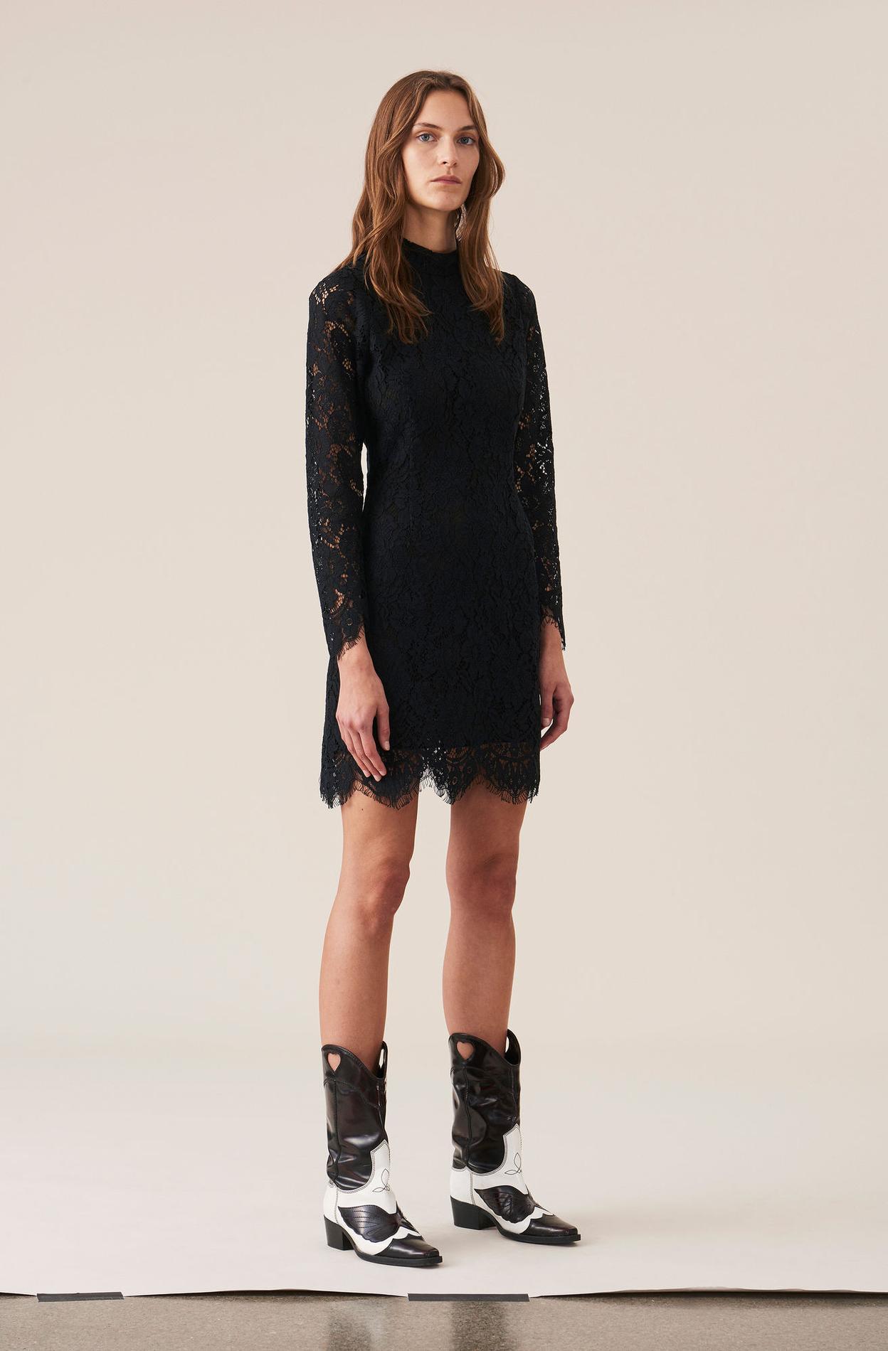 210d09e7805 ... Notre sélection de robes noires pour les fêtes de fin d année - Ganni  ...