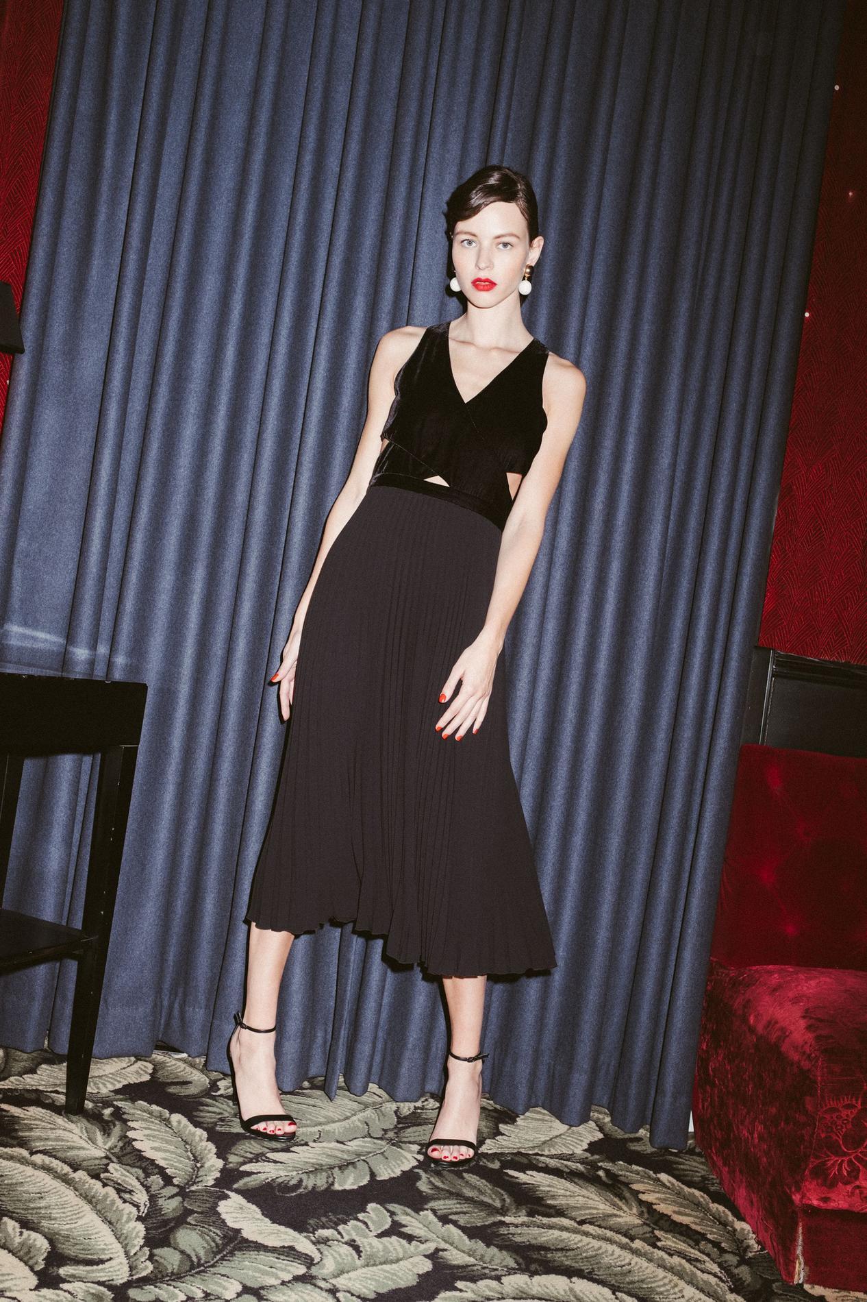 bedf30e39c0 ... Notre sélection de robes noires pour les fêtes de fin d année - Idano  ...