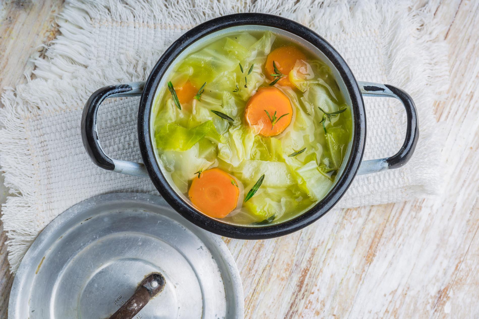 Soupe au choux brûle graisse : la recette pour perdre du poids