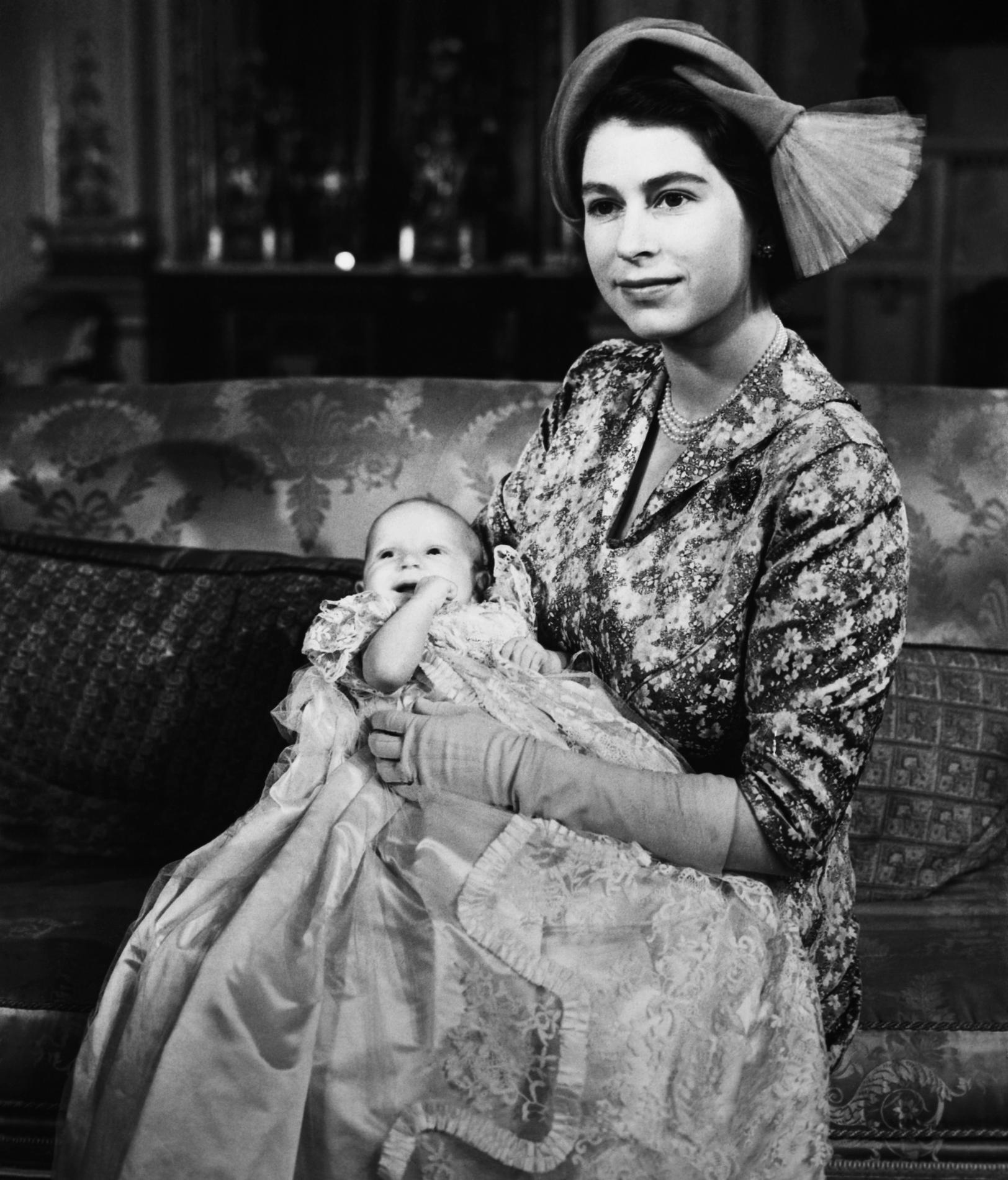 7faec365dc8ec ... La robe de baptême royale britannique au fil des ans - princesse Anne  ...