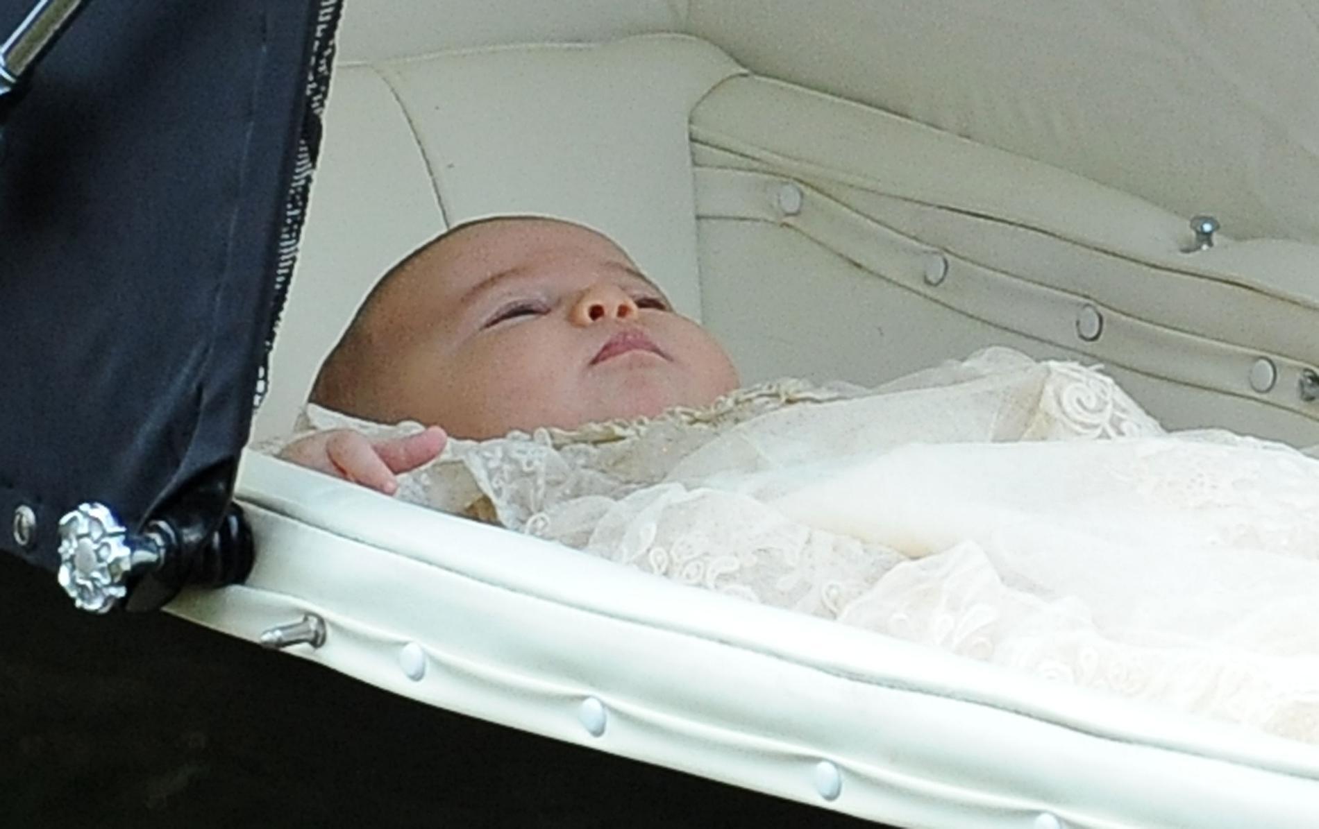 76d0b37c2991d ... La robe de baptême royale britannique au fil des ans - princesse  Charlotte ...