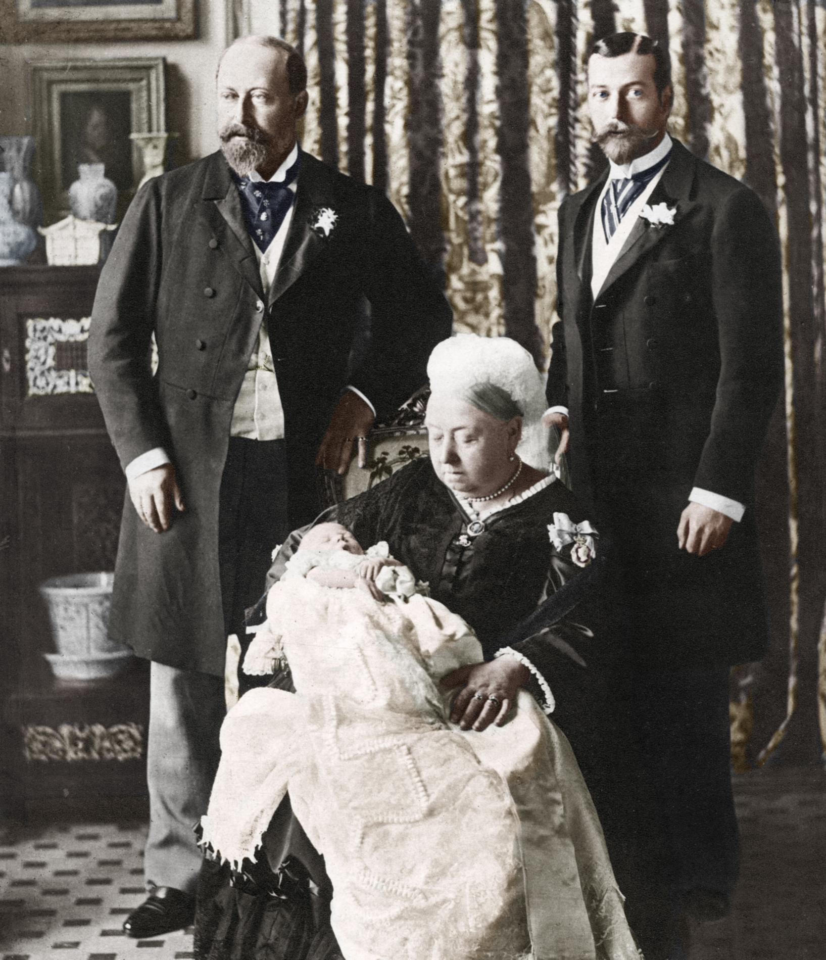 7908e313a07df ... La robe de baptême royale britannique au fil des ans - prince Charles  La robe de baptême royale britannique au fil des ans - princesse Anne La  robe de ...