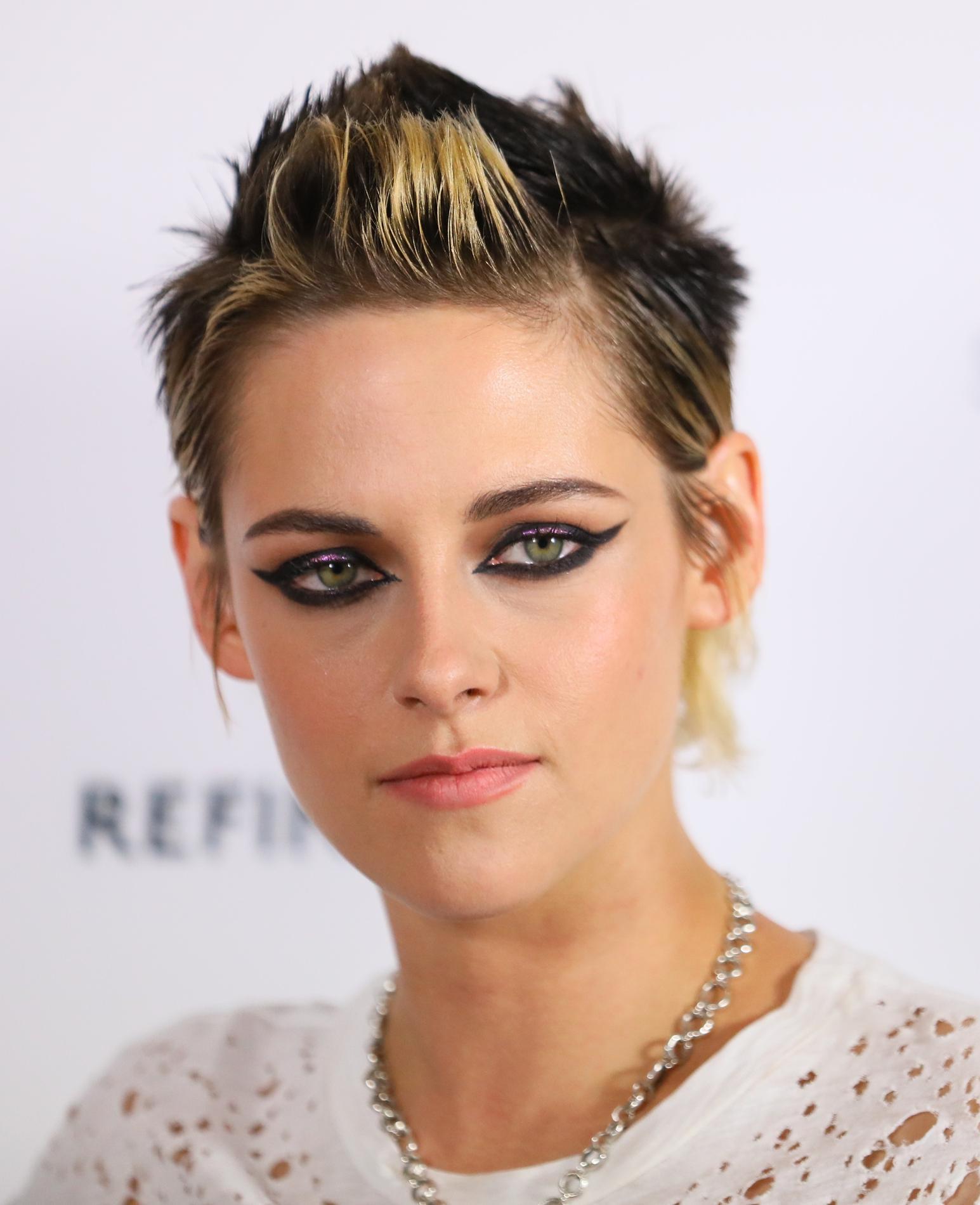 La nouvelle coupe déroutante de Kristen Stewart au Festival