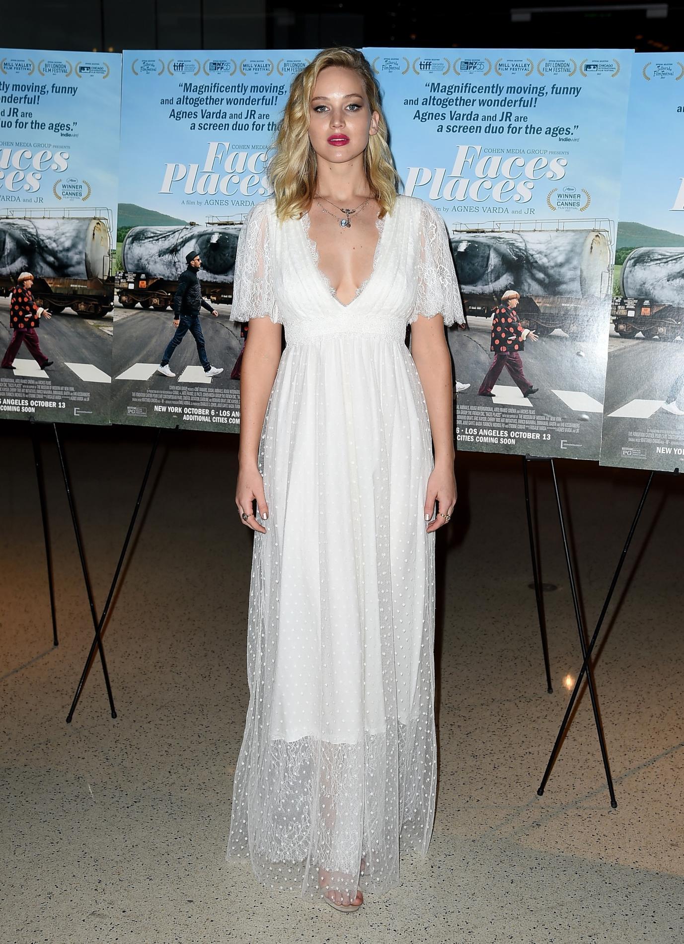 Quand Jennifer Lawrence porte une robe de mariée pour ses