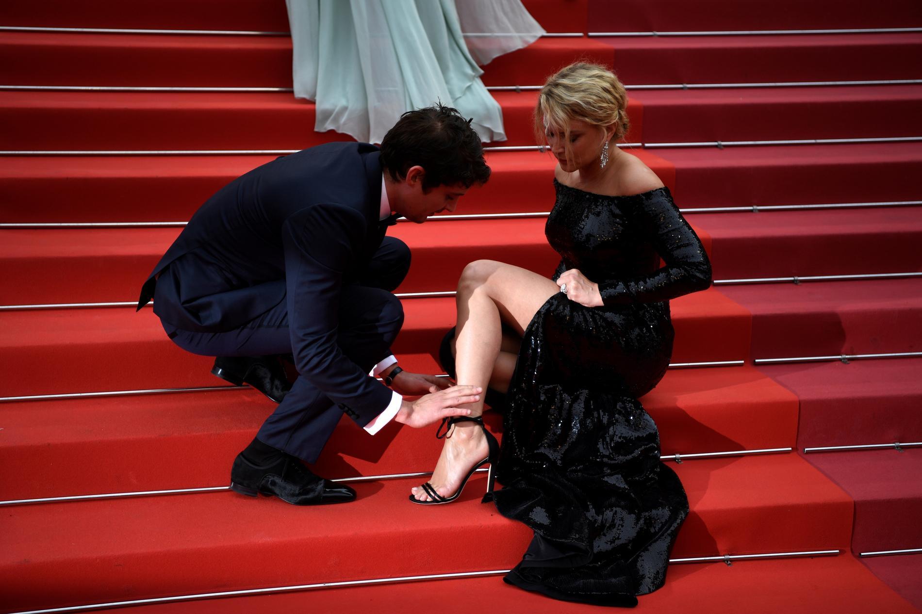 Virginie Efira Et Niels Schneider Un Couple Qui Se Cherche Sur Les Marches De Cannes Madame Figaro
