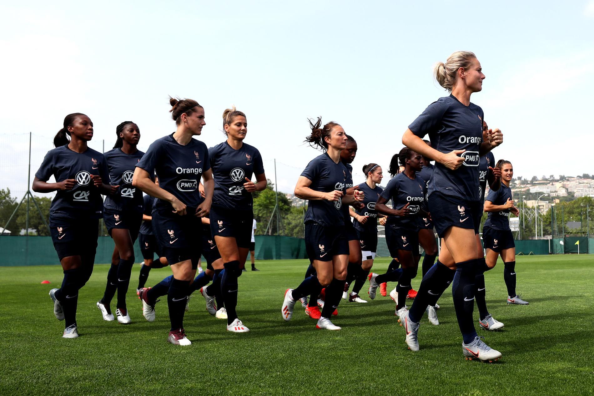 Amandine Henry et l\u0027équipe de France s\u0027entraînent en marge de la Coupe du  monde féminine de football, le 10 juin 2019.