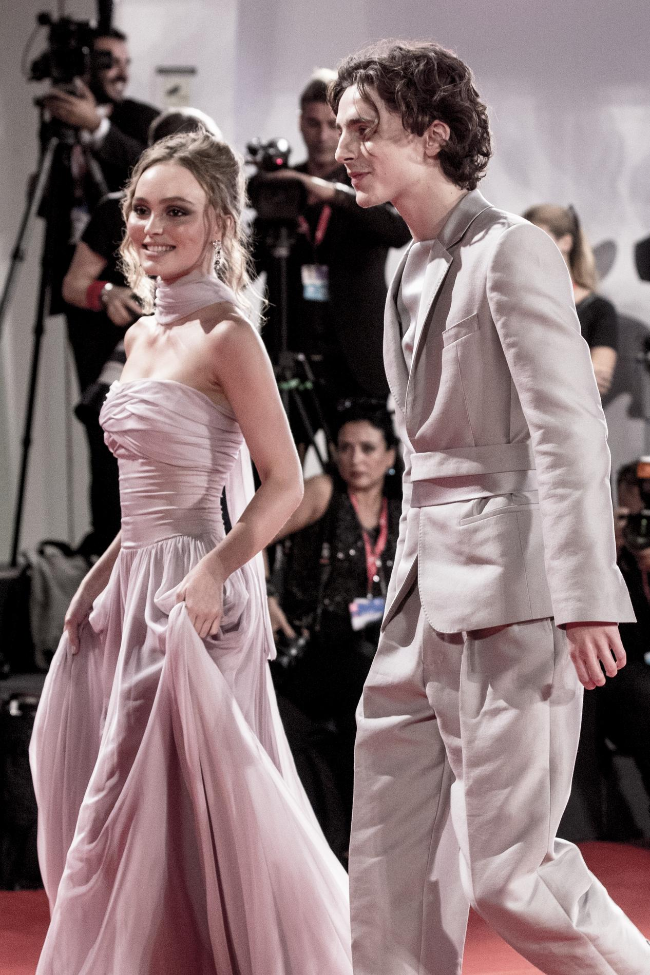 Lily Rose Depp Et Timothee Chalamet Situation Amoureuse Compliquee Madame Figaro