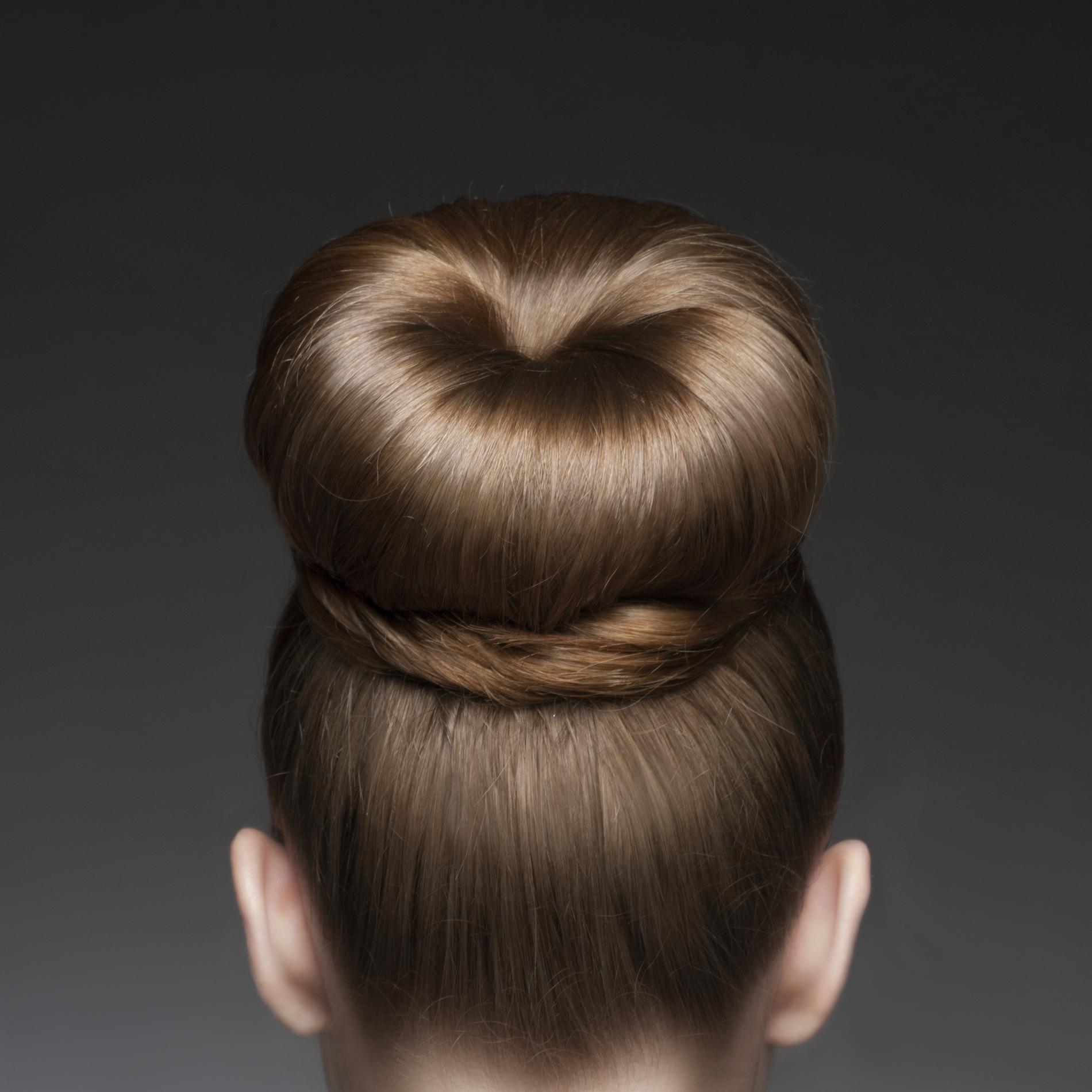 Trois Coiffures Creatives Pour Des Cheveux Mi Longs Madame Figaro