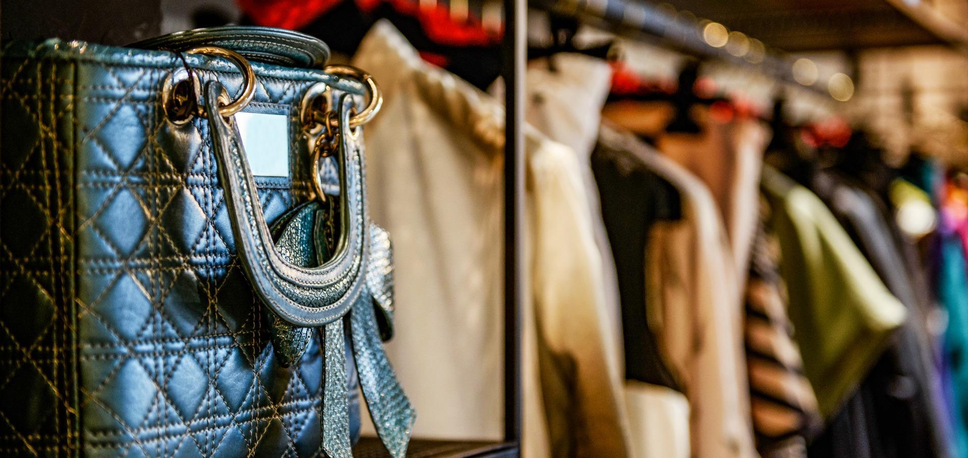 Doit On Acheter Des Vêtements De Luxe Lors Dun Vide Dressing
