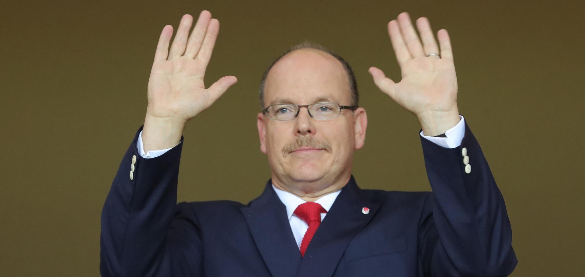 Y a-t-il une explication à la moustache d'Albert de Monaco ?
