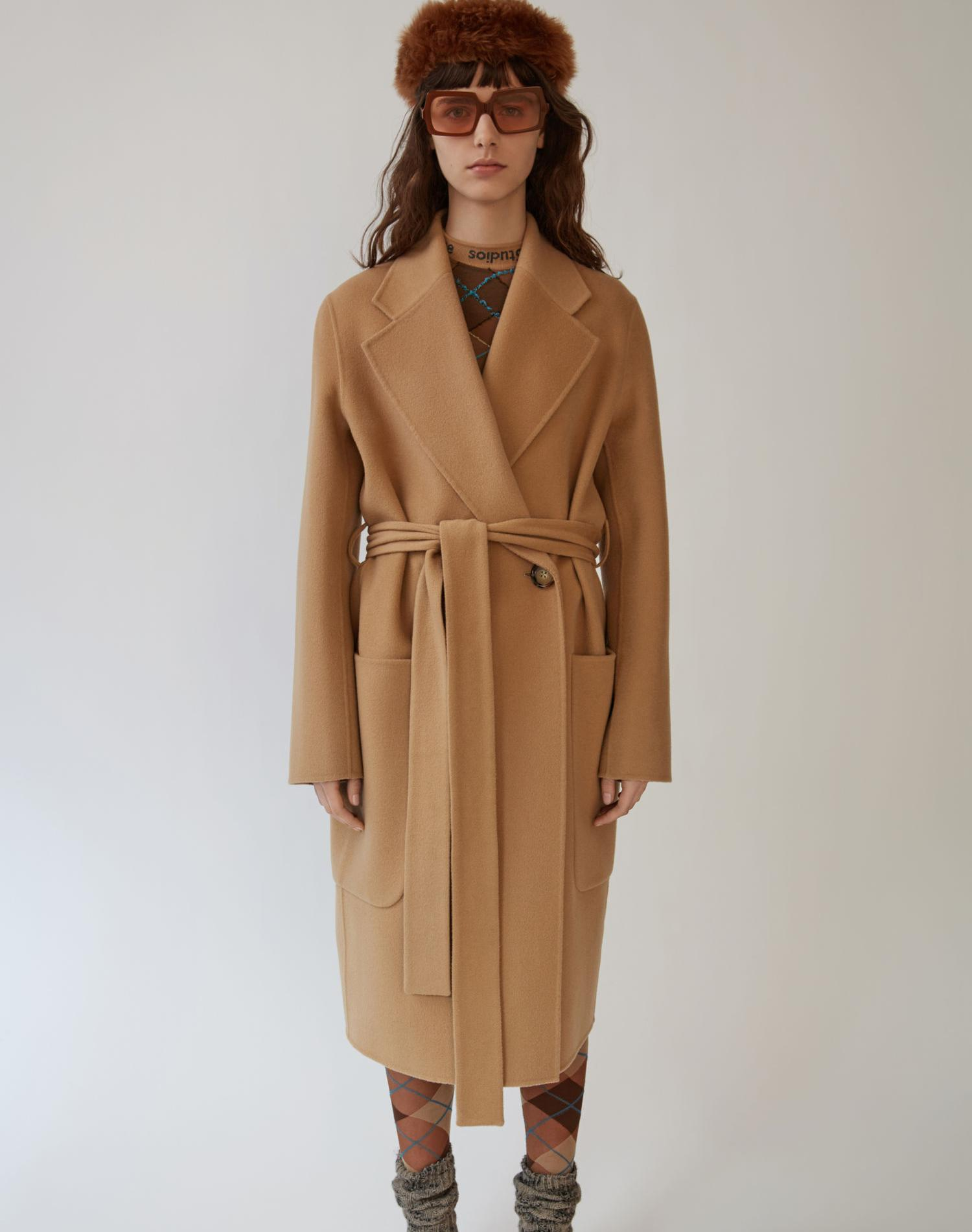 Des manteaux à ceinturer pour affronter l'hiver - Acné Studios