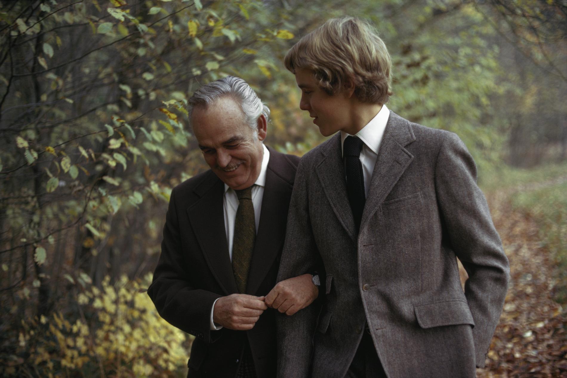 Le prince Rainier III de Monaco et son fils Albert dans les années 70