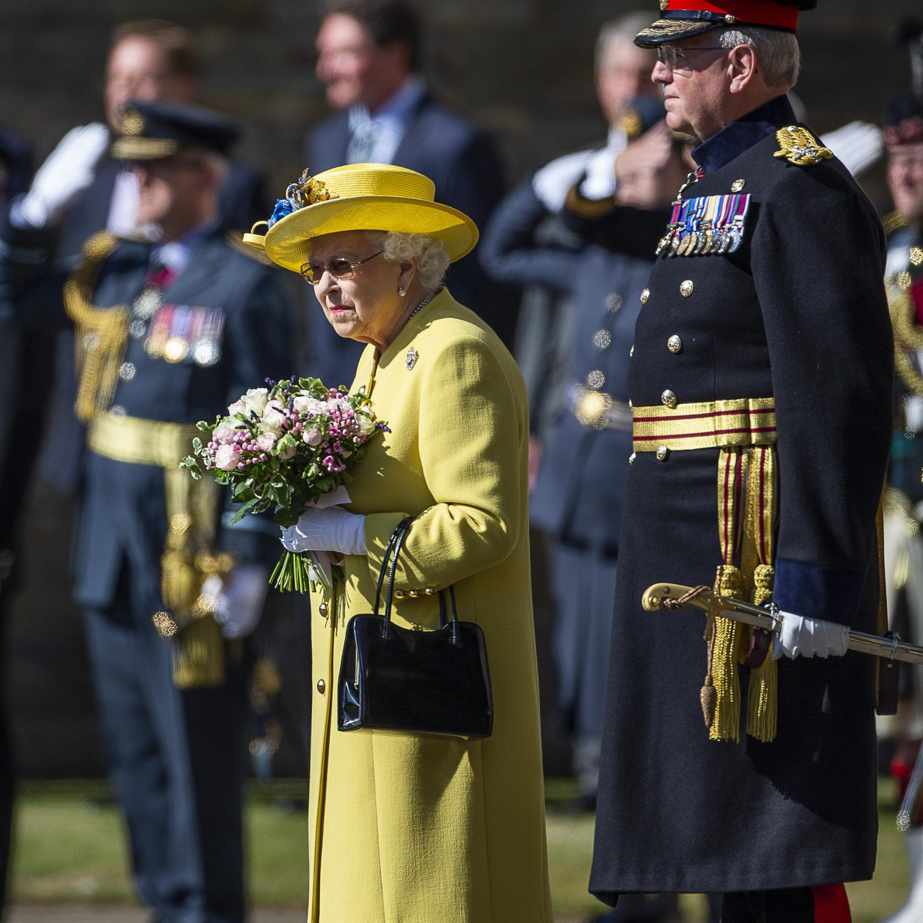 La reine d'Angleterre refait son apparition à Edimbourg