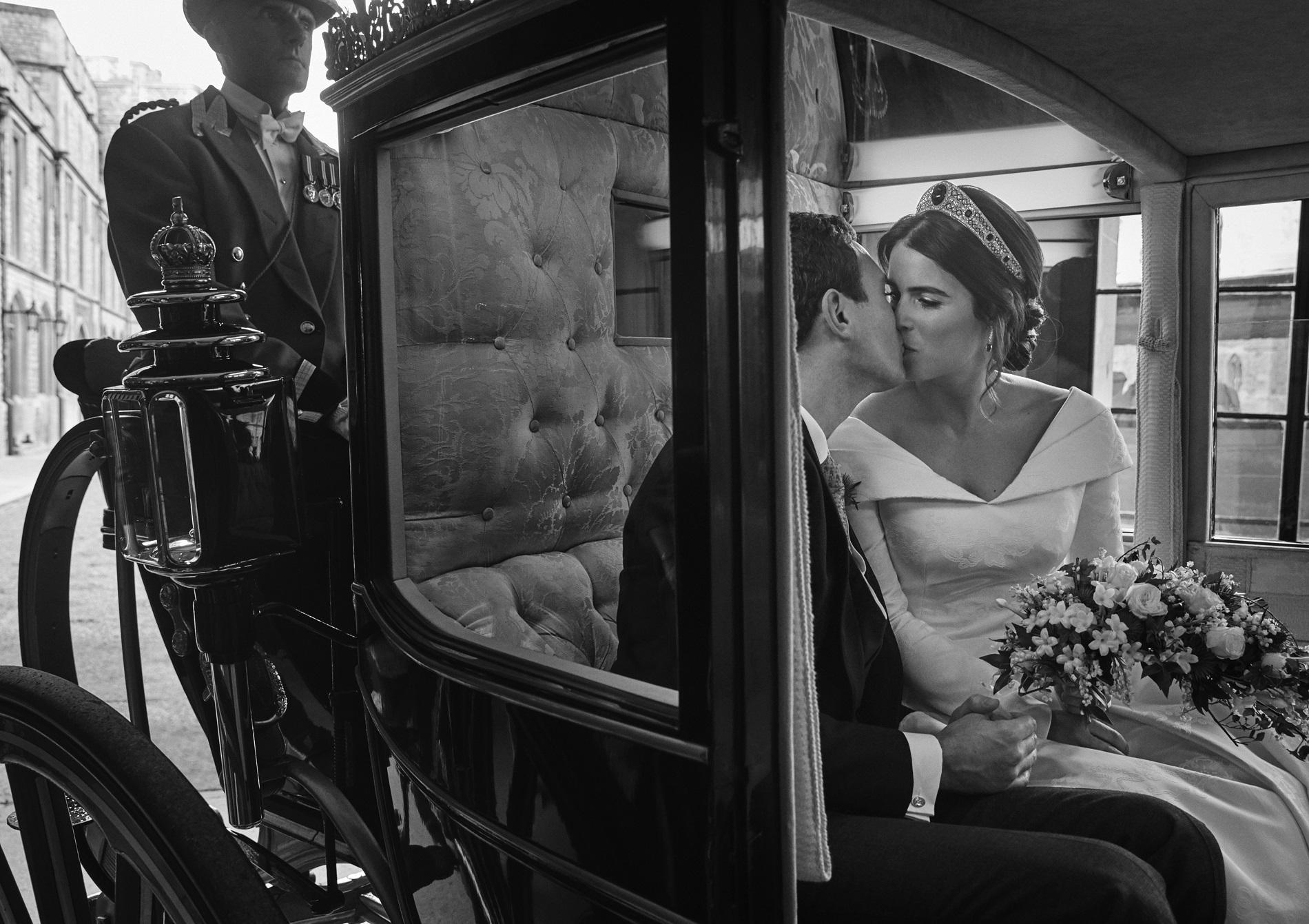 Les époux, intimes dans le carrosse