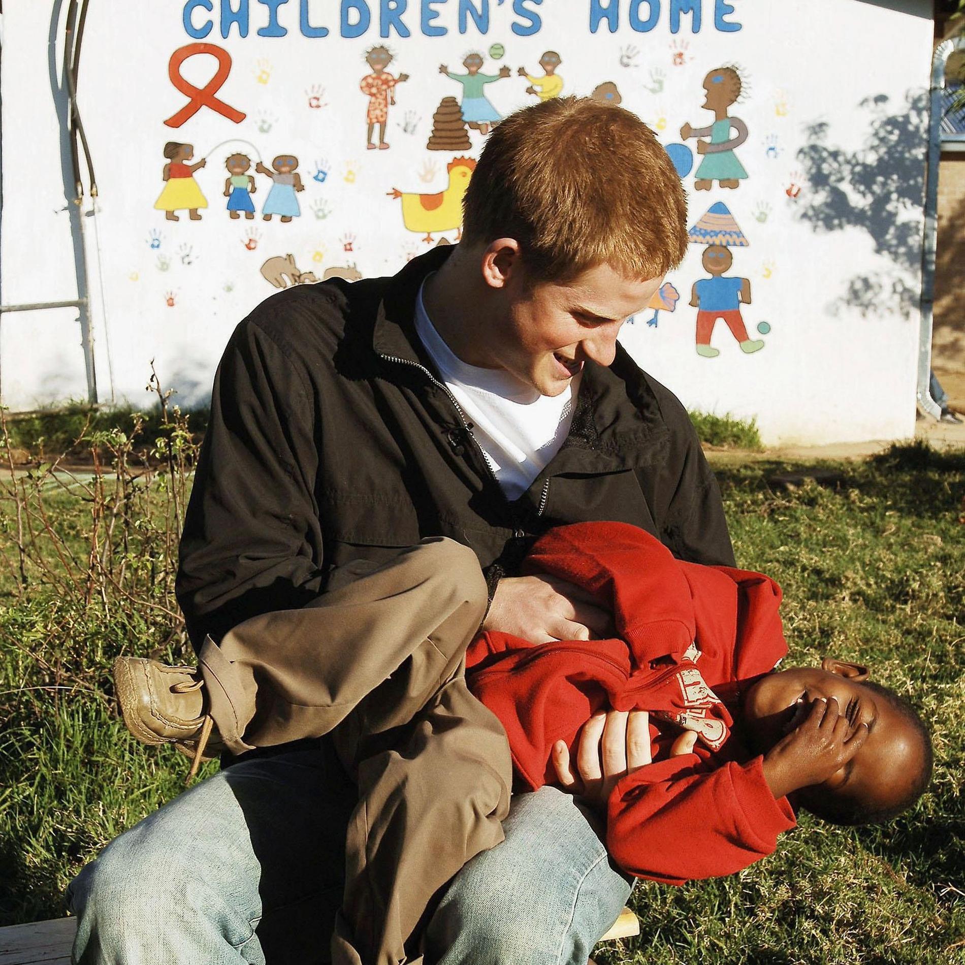 Meghan Markle et le prince Harry, leurs plus belles photos avec des enfants