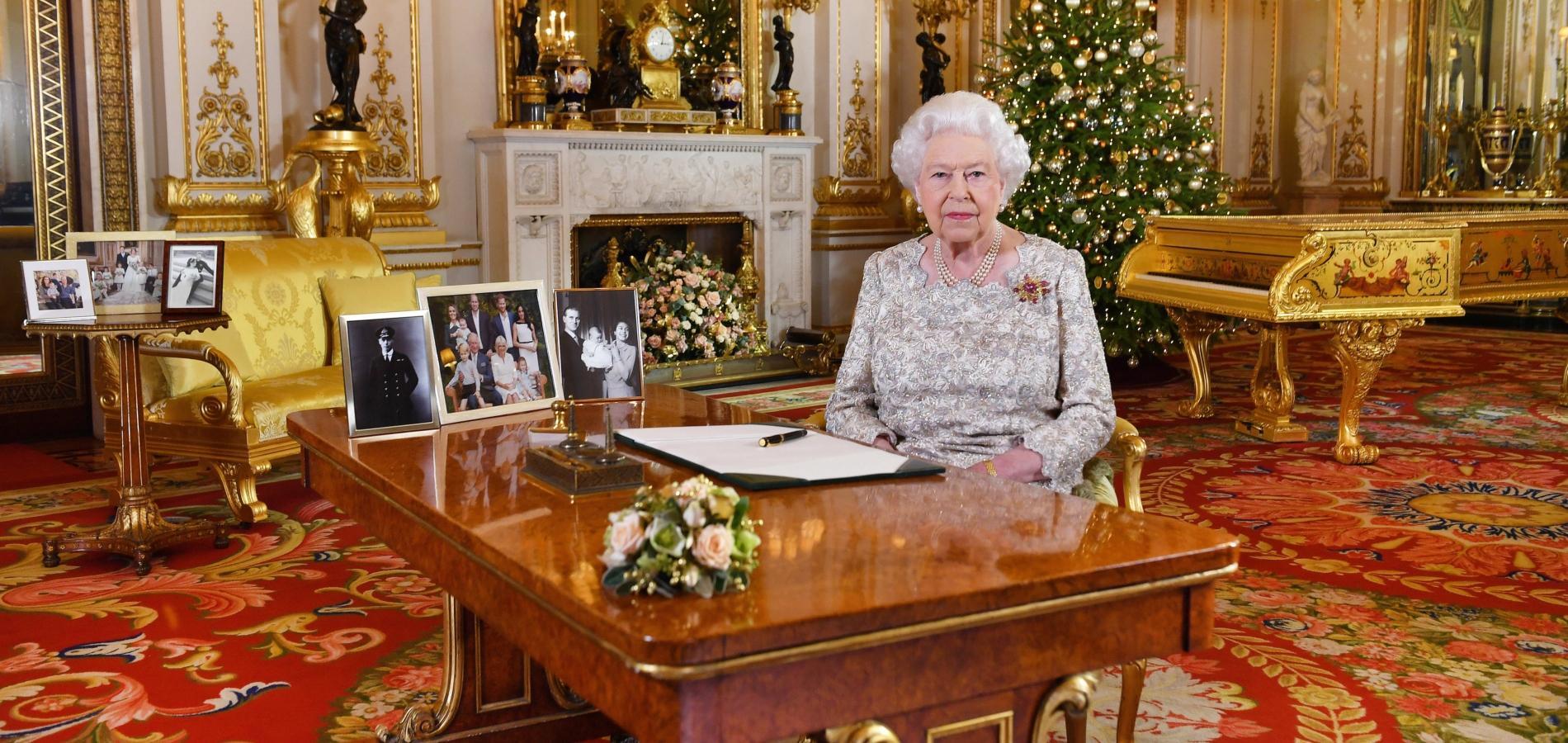 """Le discours de Noël de la reine Elizabeth II, une """"grand-mère bien occupée"""""""