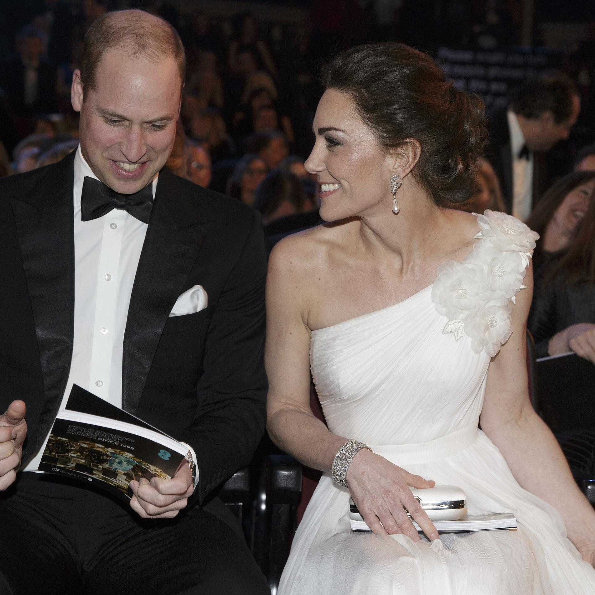 Kate Middleton joue les princesses sur le tapis rouge des BAFTAs 2019 - Kate Middleton et le prince William