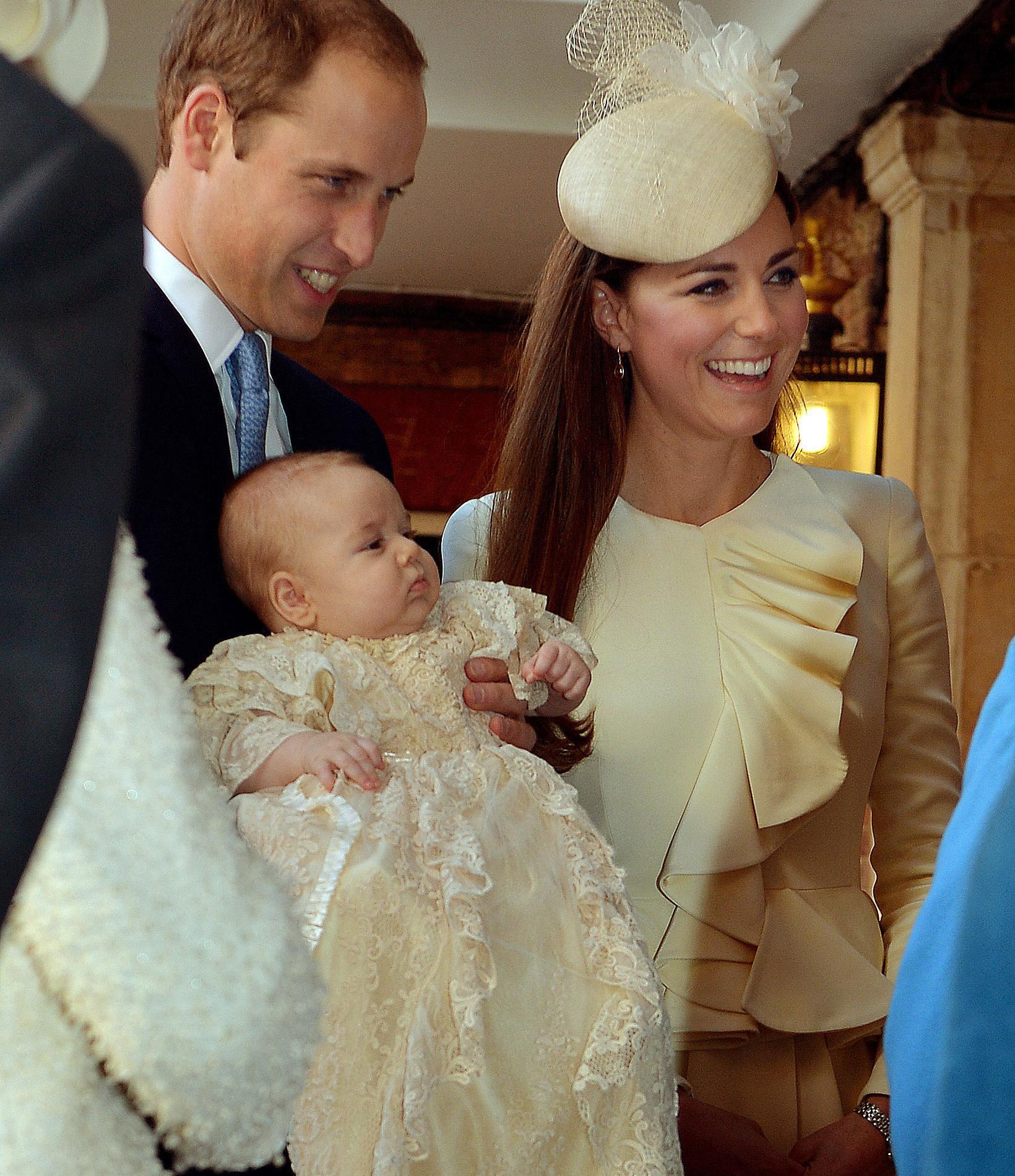 La robe de baptême royale britannique au fil des ans - prince George