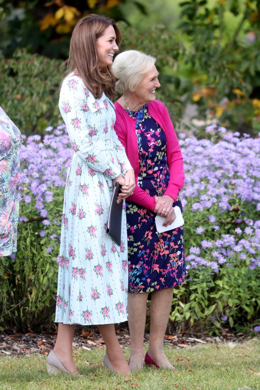 Kate Middleton et Mary Berry lors de l'inauguration du jardin d'enfants de Wisley
