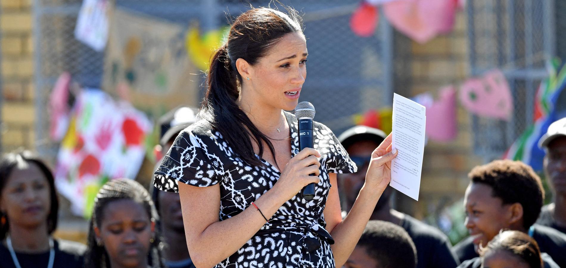 """""""Je suis ici en tant que femme de couleur"""" : le discours engagé de Meghan Markle en Afrique du Sud"""