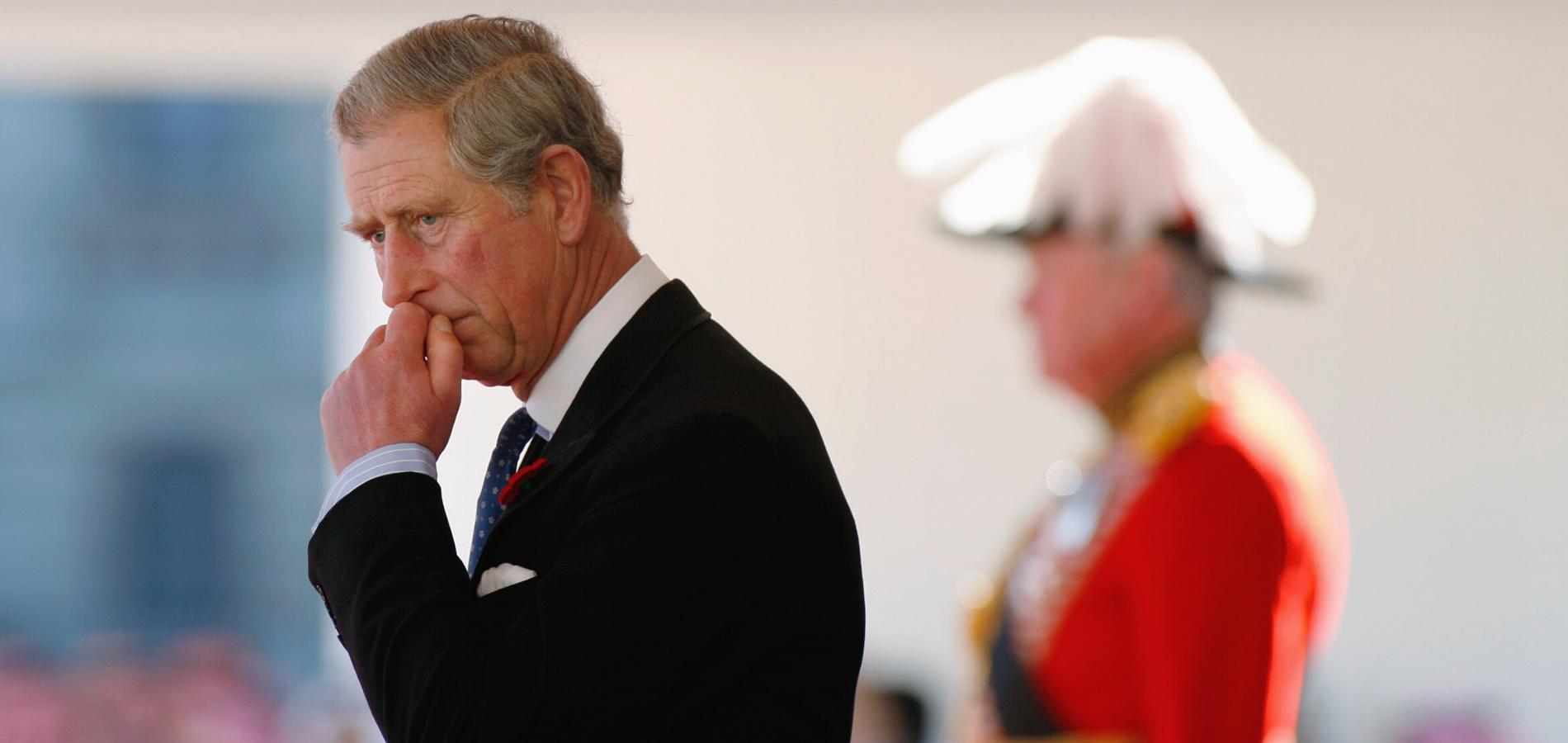 """Tourmenté par la nouvelle saison de """"The Crown"""", le prince Charles ferait tout pour éviter les acteurs de la série"""