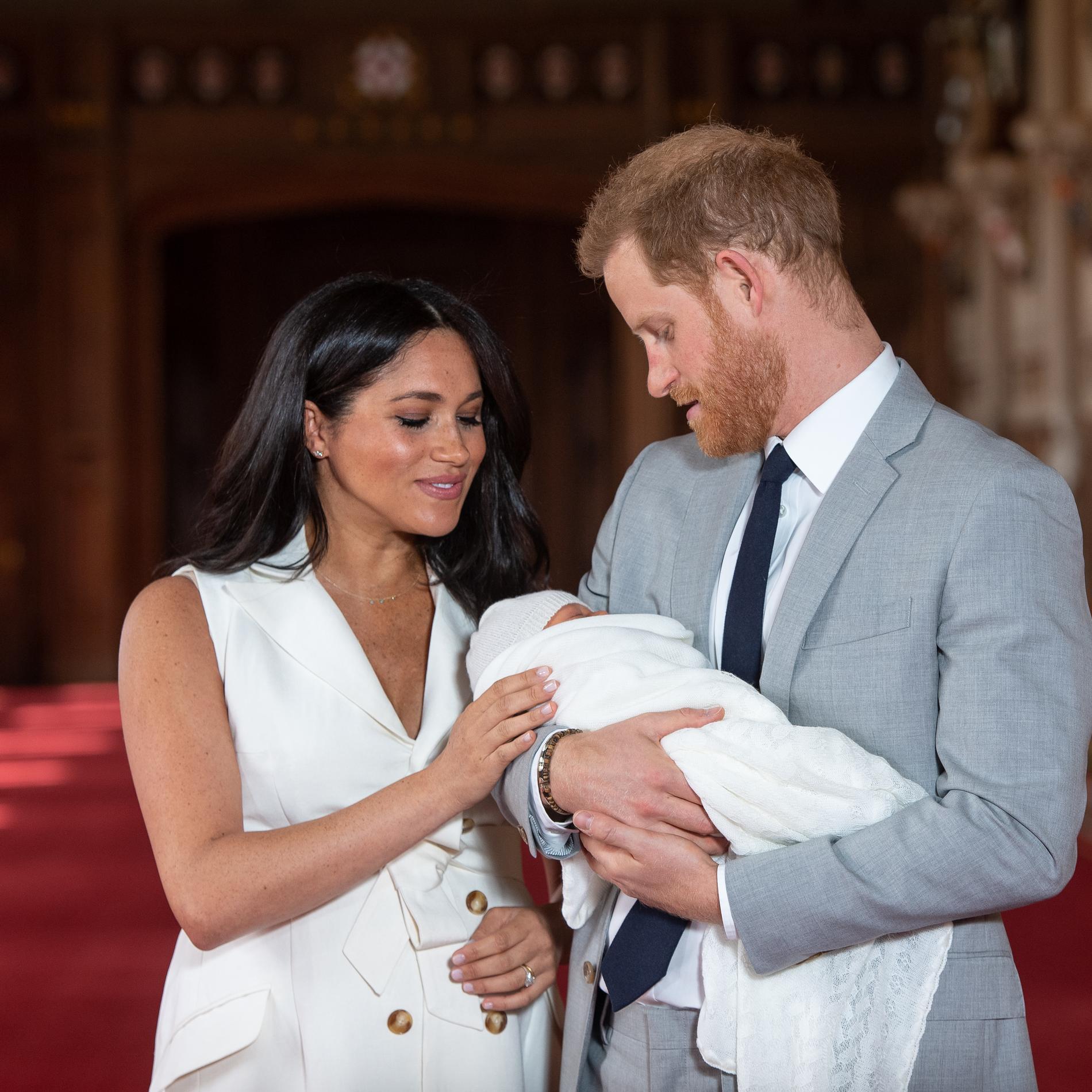 Meghan et Harry avec leur bébé naissant Archie