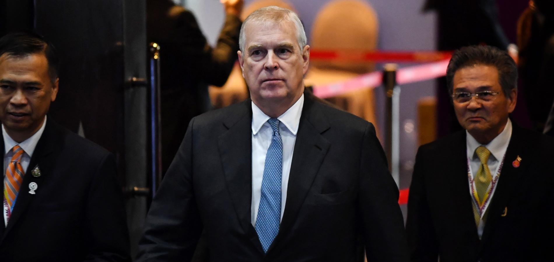 """""""Il n'avait pas l'air conscient du sérieux de l'affaire"""" : la défense du prince Andrew ne convainc pas"""