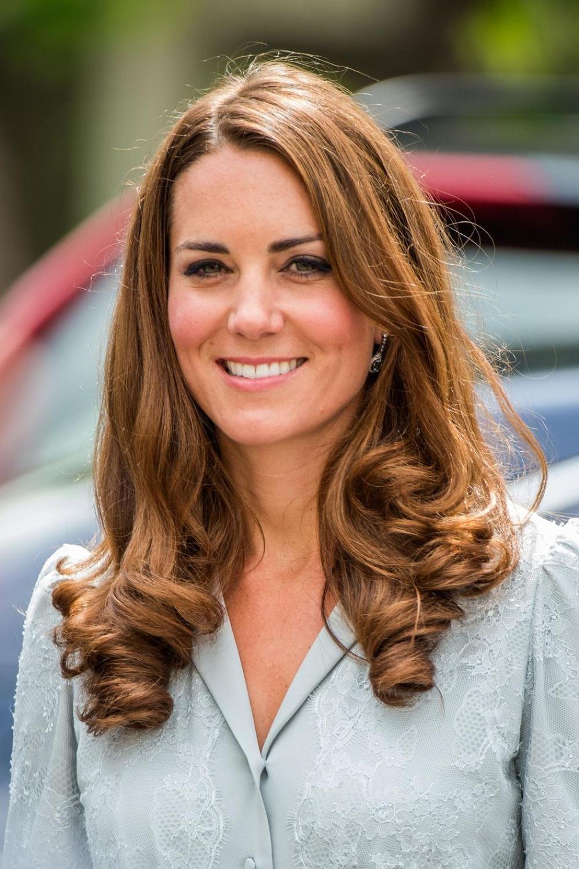 Ondulations, chignon, queue de cheval... Retour sur les coiffures emblématiques de Kate Middleton