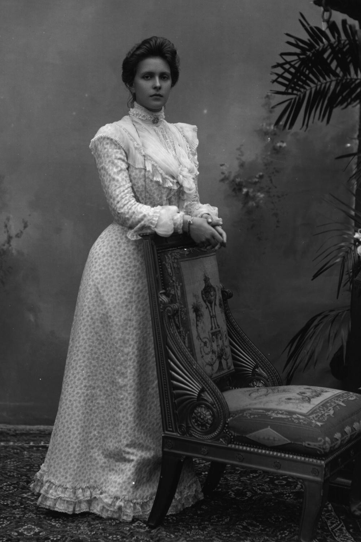 Schizophrène, mystique, exilée : la mère énigmatique du prince Philip, longtemps oubliée des Windsor