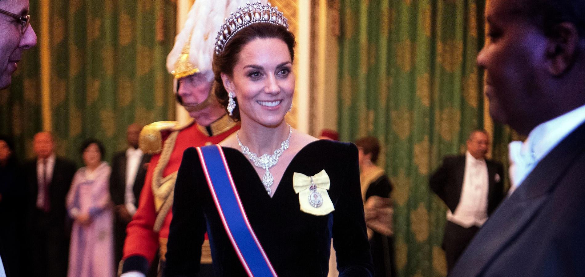 Avec la tiare de Diana, l'apparition irréelle de Kate Middleton à Buckingham Palace