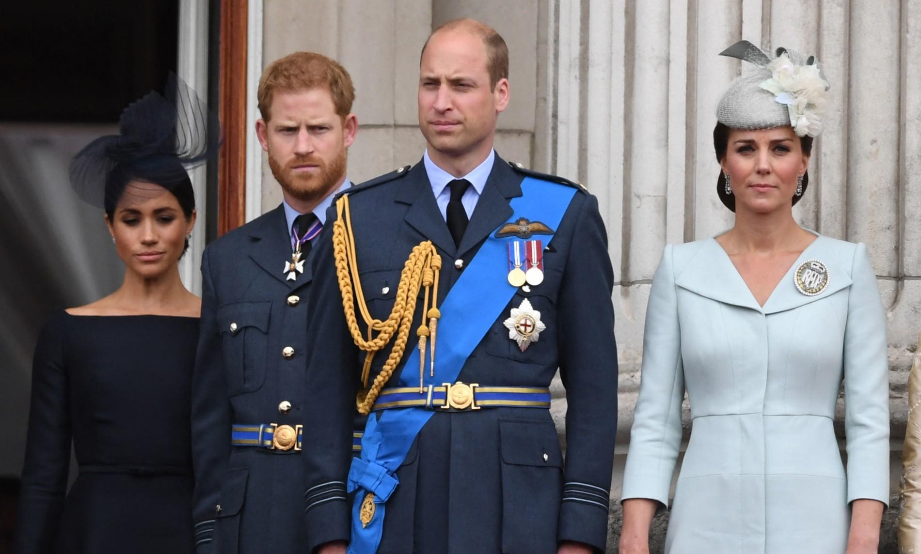 """""""Une fausse histoire"""" : William et Harry démentent ensemble les rumeurs de tensions entre eux"""