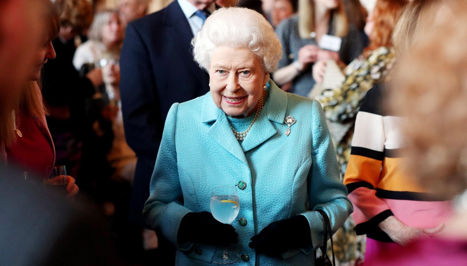 """Elizabeth II à la recherche d'un chef spécialisé en """"cuisine française"""""""