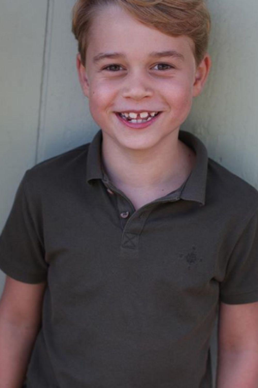 En images : le prince George a 7 ans (et les dents du bonheur)