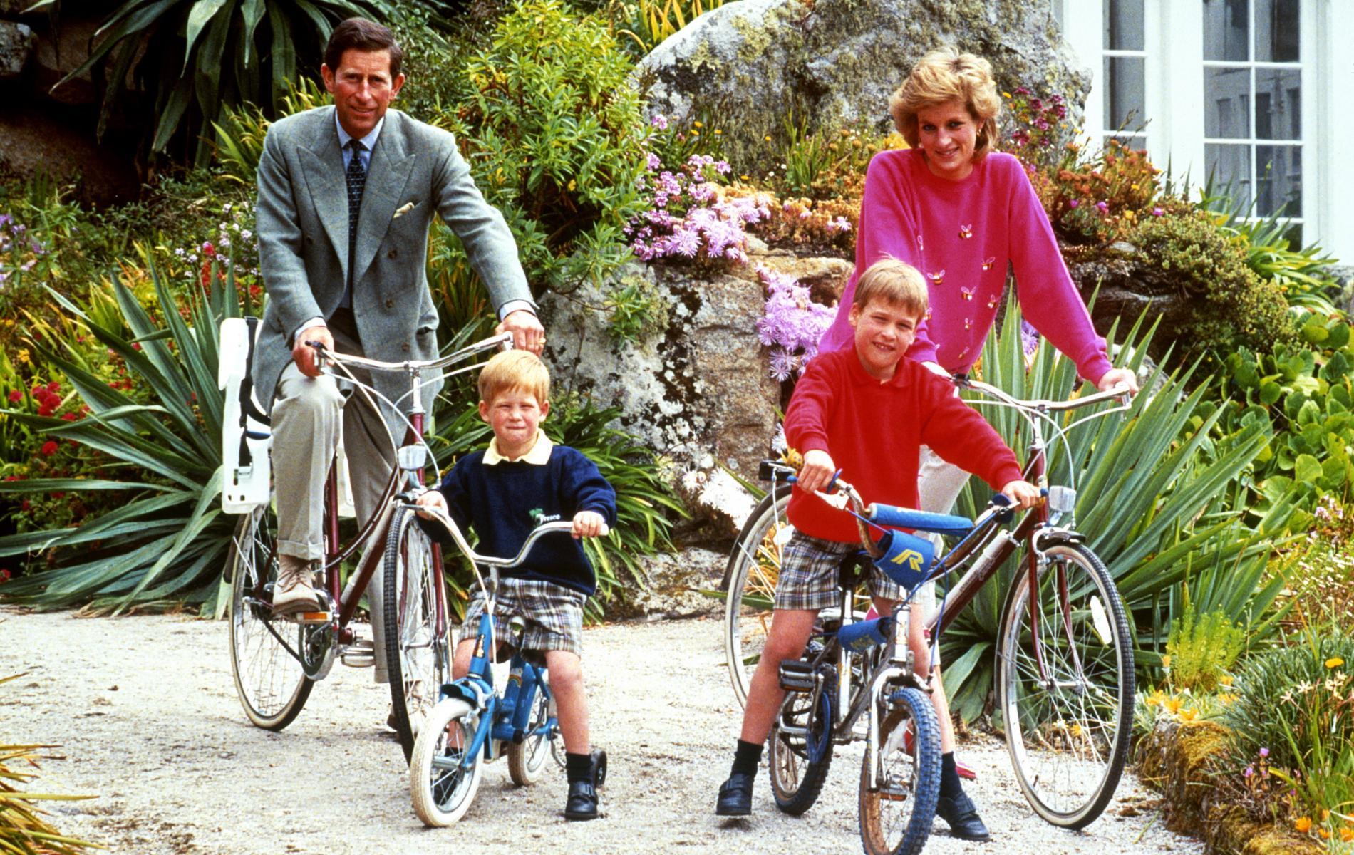 Charles, Diana, William et Harry dans les îles Scilly
