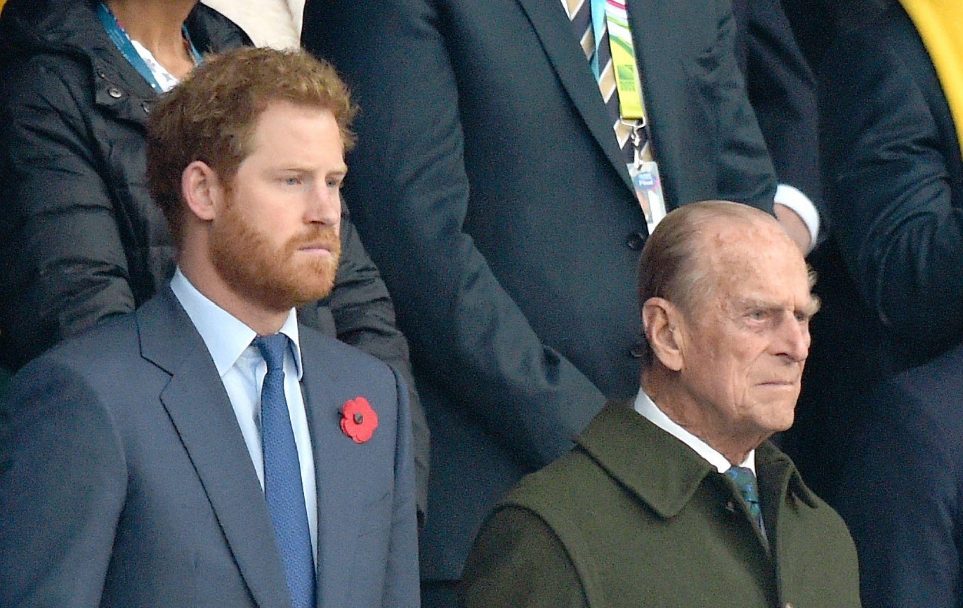 """Un """"manquement à son devoir"""" : le prince Philip serait indigné par le départ du prince Harry"""