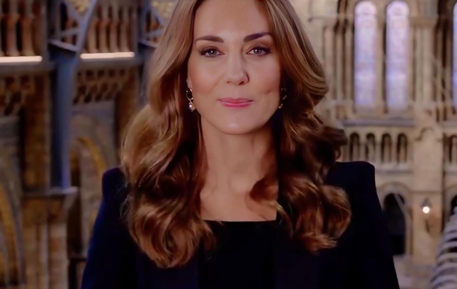 L'apparition de Kate Middleton en costume noir laisse Londres pantoise