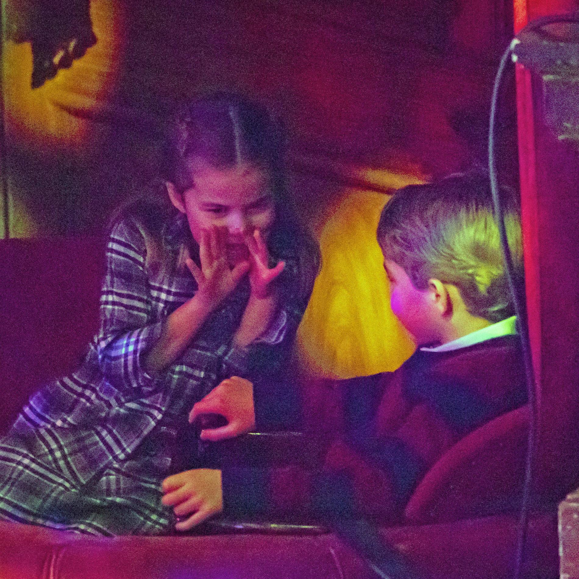 Les instants de complicité entre George, Charlotte et Louis de Cambridge, en coulisses d'un spectacle londonien