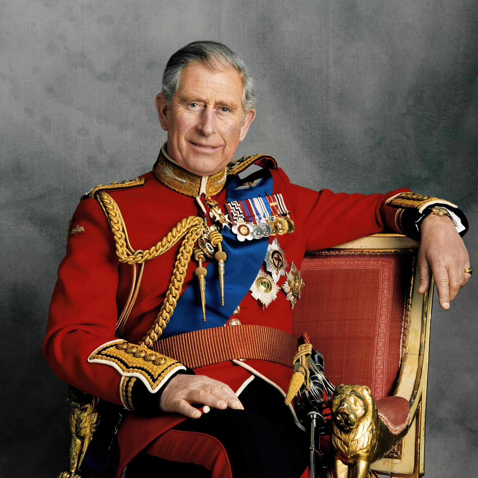 """Le prince Charles : """"Sa mère lui consacrait un quart d'heure le soir, quand elle n'était pas en voyage"""""""