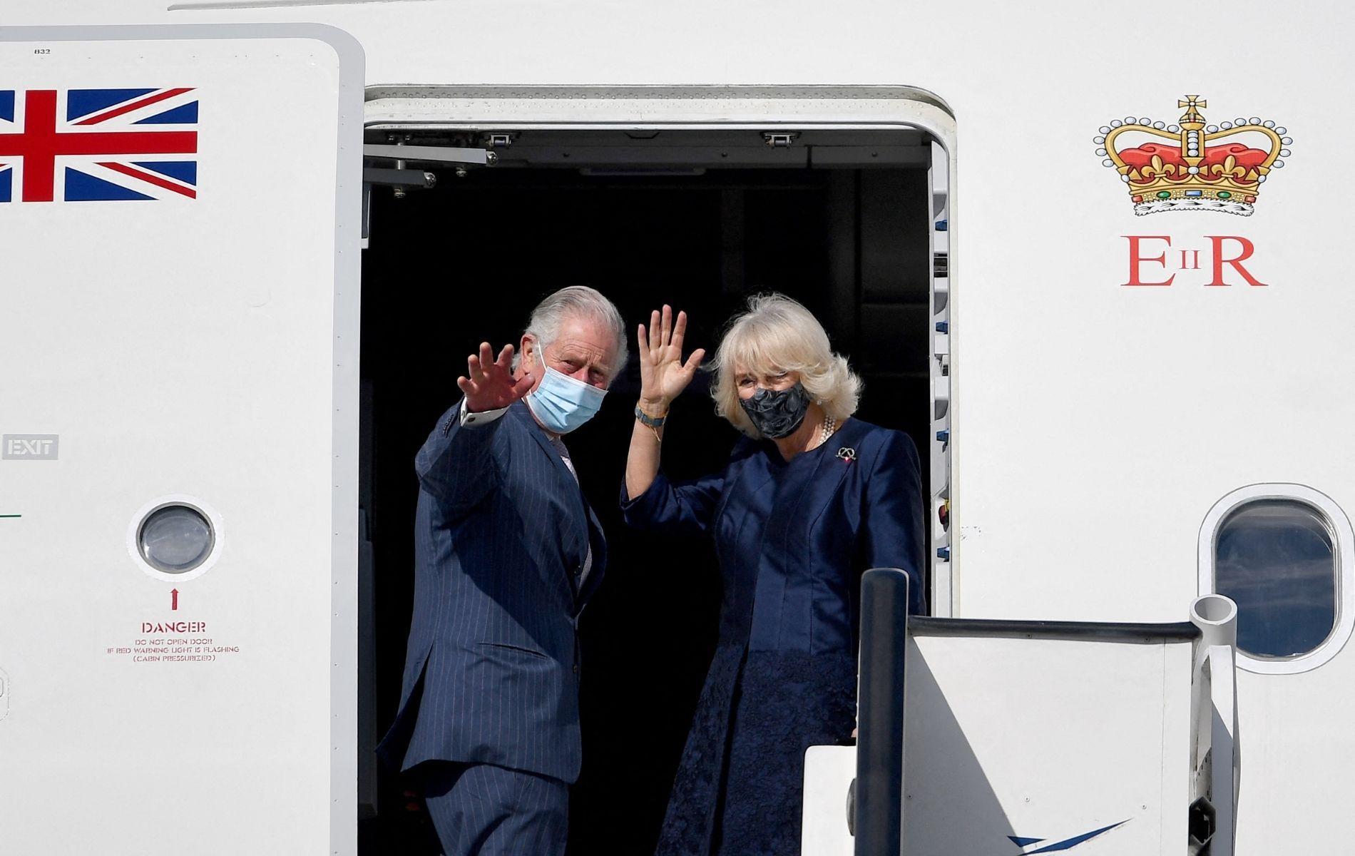 Lacets repassés, bains d'eau tiède et mobilier de voyage : les petites manies du prince Charles