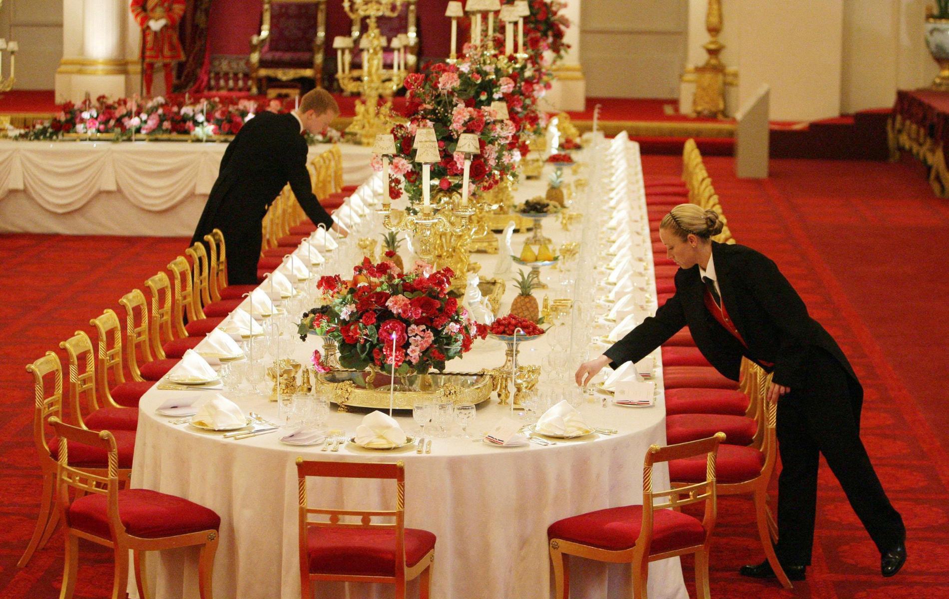 """L'étrange """"test de la mouche morte"""" que doivent passer les employés d'Elizabeth II"""