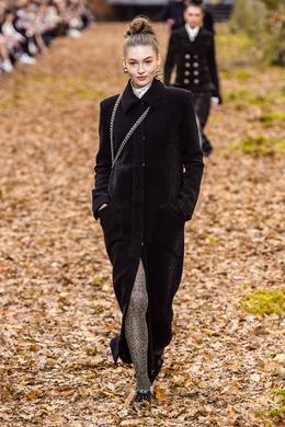 16d284fba8e Défilé Chanel automne-hiver 2018-2019 Prêt-à-porter - Madame Figaro