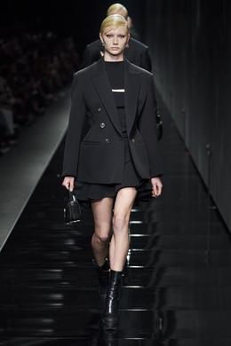Défilé - Versace - Prêt-à-porter automne-hiver 2020-2021