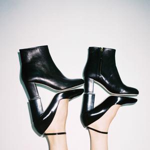 be2904e8373f Maison Kitsuné lance sa ligne de chaussures