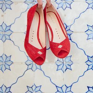 0f41f1567d85a4 Des chaussures colorées pour égayer la tenue de la mariée