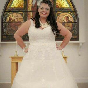 Elle retrouve sa robe de mariée vendue par erreur grâce aux Internautes ·  Mariage 908147a3cbf9